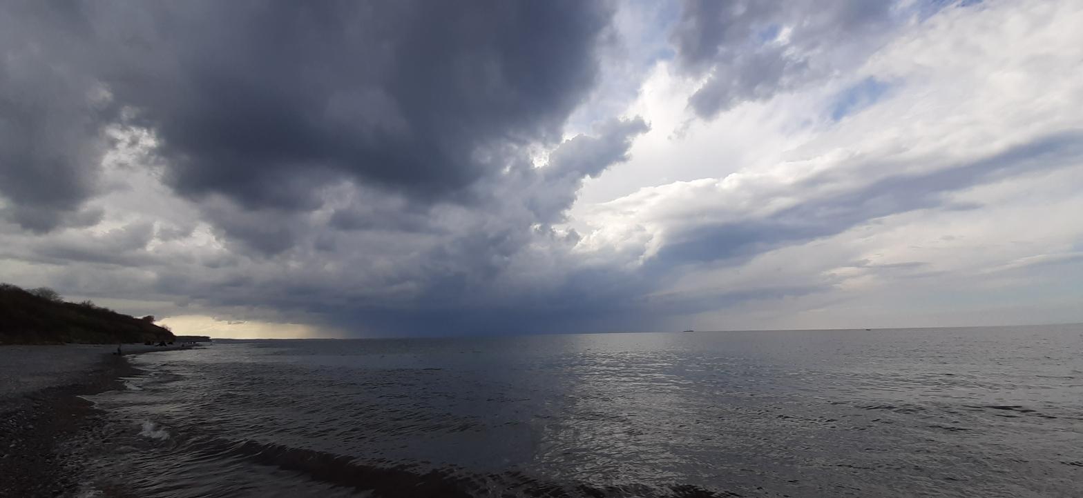 Regenwolken über der Ostsee Höhe Heiligendamm
