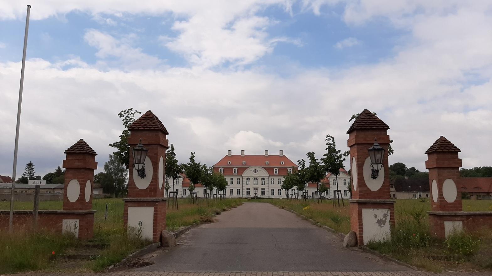 Schloss Vietgest von der B104 aus